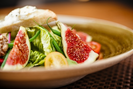 Mixed Green Salad with Beetroot and Figs