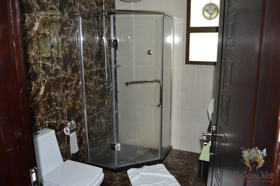 emirates park resort bathroom