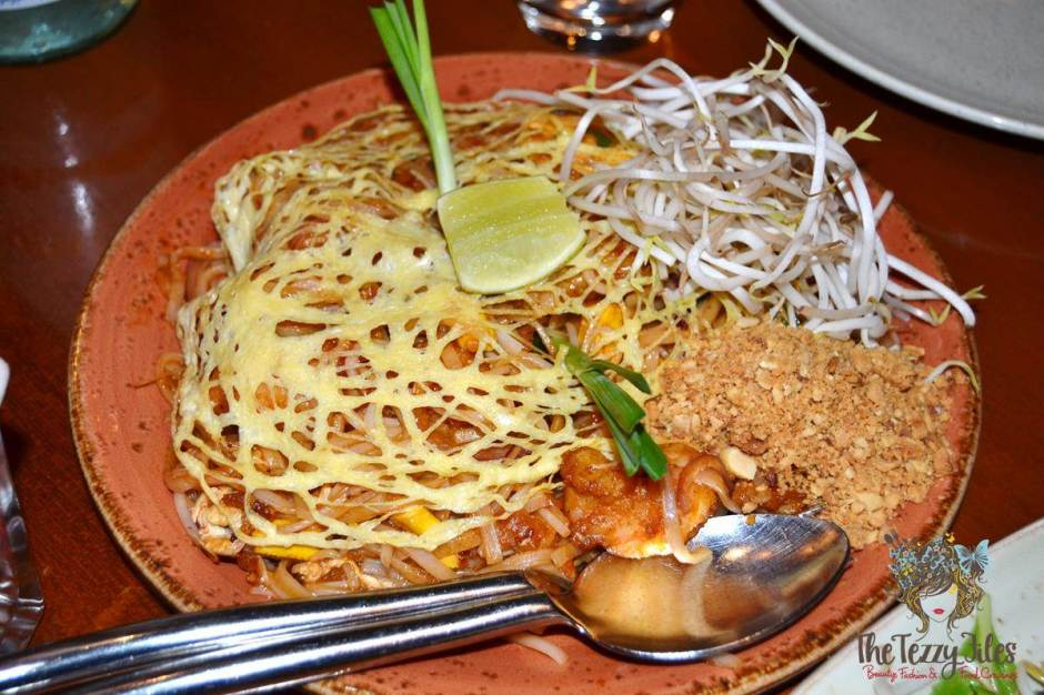 mango tree thai restaurant dubai review pad thai noodles talay