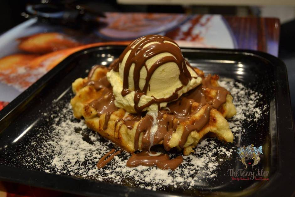 dutch waffle nutella icecream dessert