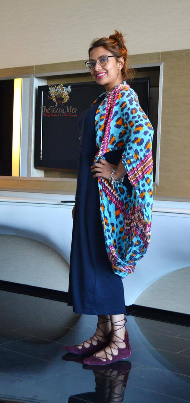 ootd yas island uae blogger zara scarf funk for hire hand bag hamsa gap dress dubai fashion blogger (2)