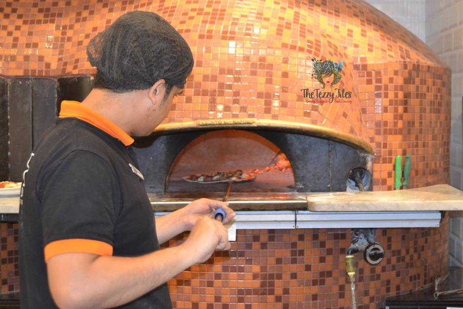 800 degrees neopolitan pizza mall of the emirates dubai food review personalized pizza gelato burrata italian uae (9)