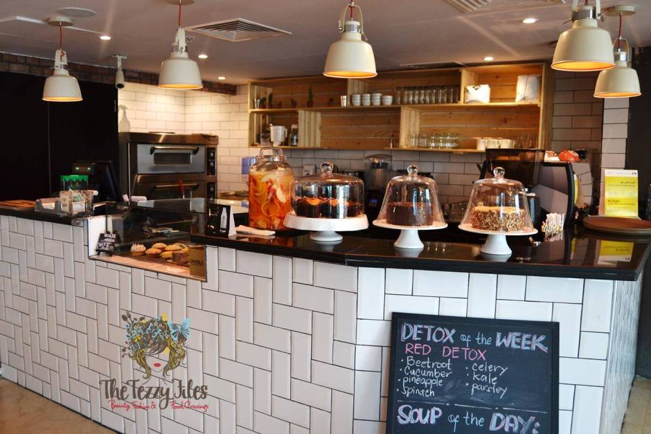 Crumble Cafe All Day Eatery review Dubai food blog blogger zomato (12)