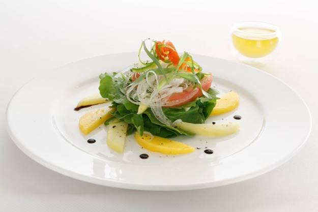 HUMEIDH WITH GREEN MANGO SALAD