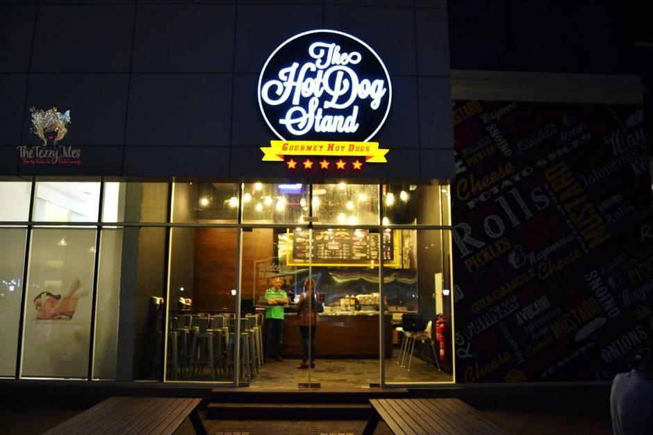 hot dog stand marina dubai review gourmet hotdog bean salad american curly fries churos jalapeno cheese balls (17)