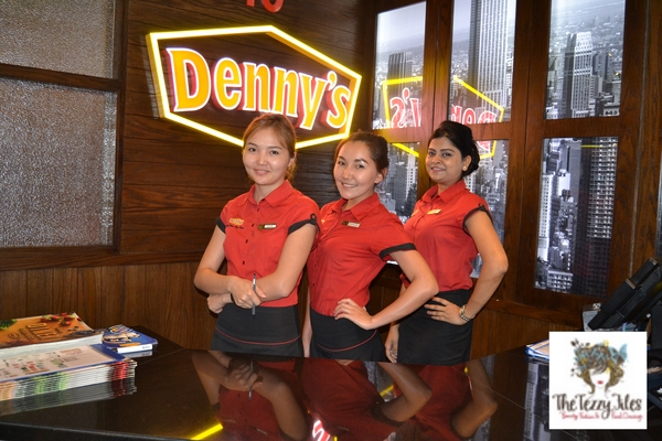Denny's American diner 24 hours open in Dubai Al Ghurair Center reviewed by The Tezzy Files Dubai food and lifestyle blog UAE (3)