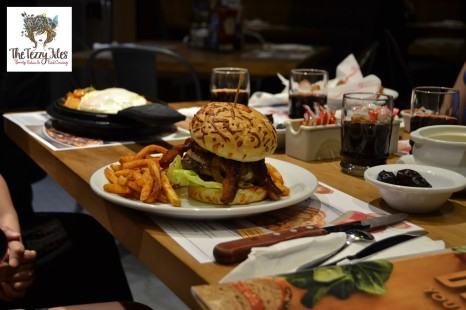 Denny's Ramadan 2016 burger