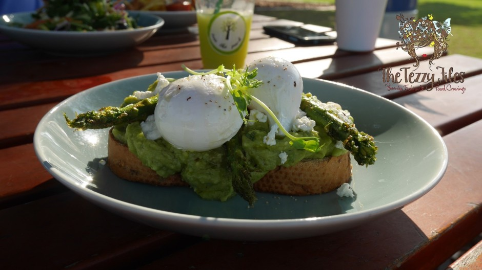 inn-the-park-al-khazzan-park-city-wlk-dubai-food-blog-review-the-tezzy-files-uae-blogger-eggs-benedict-avocado-on-toast-brunch-all-day-breakfast-10