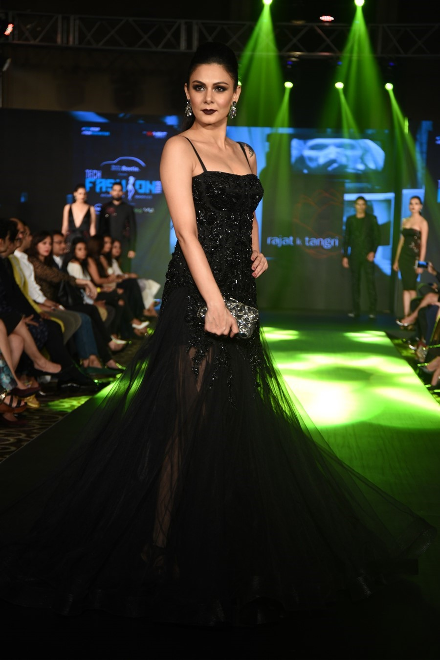 rajat-tangri-numaish-winter-show-dubai-fashion-indian-designer-blog-2
