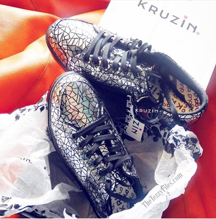 KRUZIN Footwear Review Dubai Alessandra Gold Sneakers Queen Dare With Us Citywalk Dubai Fashion Blog UAE Crackled Silver Sneakers