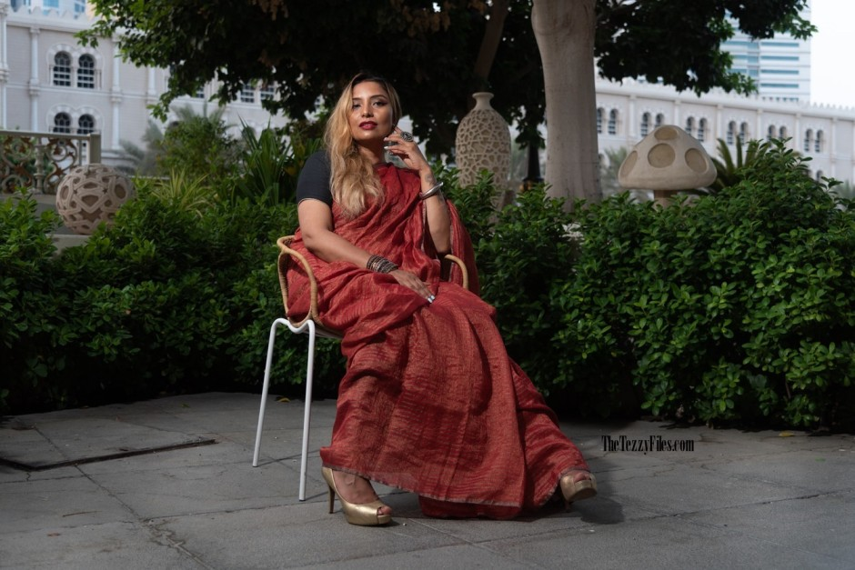 Anavila Linen Sari Metallic Red Saree The Tezzy Files Dubai UAE Fashion Blogger Indian Blog Numaish Exhibitions Al Qasba Sharjah Photo Shoot Model (1)