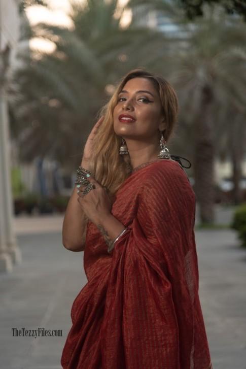 Anavila Linen Sari Metallic Red Saree The Tezzy Files Dubai UAE Fashion Blogger Indian Blog Numaish Exhibitions Al Qasba Sharjah Photo Shoot Model (3)