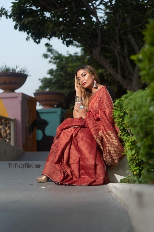 42ec52e01956 anavila-linen-sari-metallic-red-saree-the-tezzy-files-dubai-uae-fashion- blogger-indian-blog -numaish-exhibitions-al-qasba-sharjah-photo-shoot-model-4.jpg