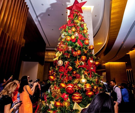 Christmas Tree Dubai UAE 2018 food dining dinner brunch booking.jpg